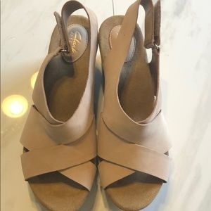BRAND NEW CLARKS SAND COLOR CORK WEDGE SIZE 10 W